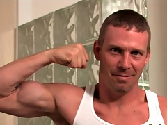 Steadfast erection hottie flexes his muscles with the addition of strips