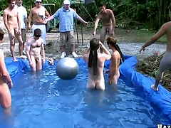 Nasty bastard sucking cock in the kids swimming pool, gain in value the show!